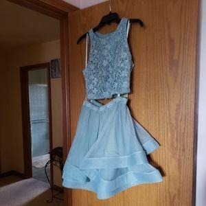 I am selling a homecoming dress.